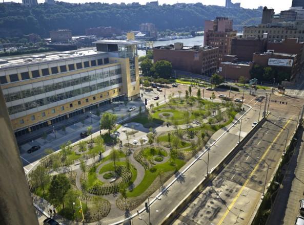 PNC Firstside Park (Landscape Architecture Certificate of Merit 2008). FIRM: Astorino, PHOTOGRAPHY: Massery Photography, Inc.